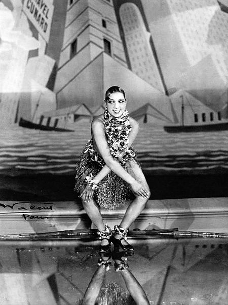 Josephine Baker doing the Charleston at the Folies-Begrère.