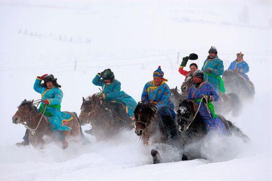 800px-Tuvans_Horse_riding