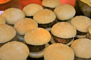 800px-Hamburgers_-_San_Miguel