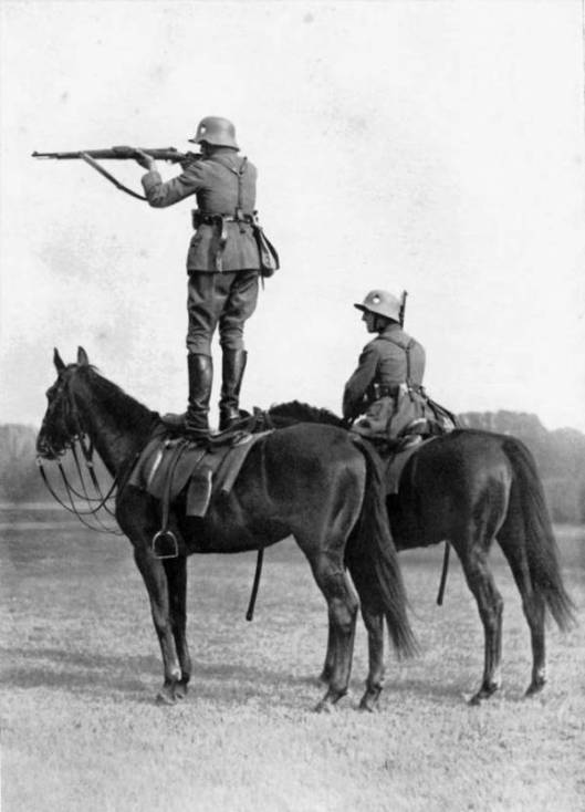 __WP_dailysanctuary-com_2015_03_2-german-soldiers-horse